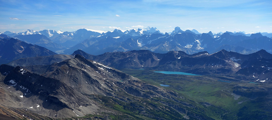Awesome view across Maligne Pass to the Columbia Icefields