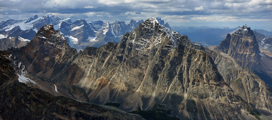 The unmistakably jagged landscape of the Tonquin region, with Blackhorn, Throne and Oldhorn mountains in the foreground and the ramparts in behind.