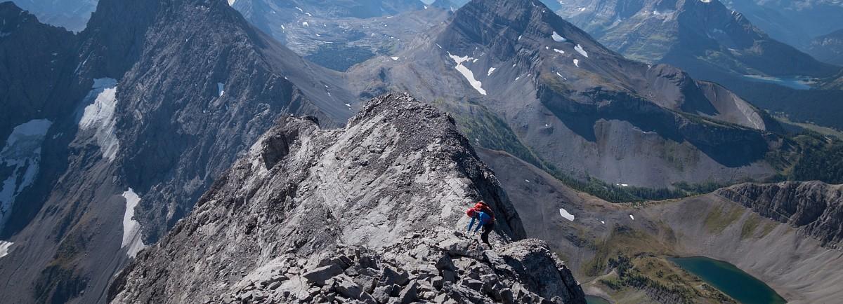 Tamas makes his way along the narrow summit ridge far above the Birdwood Lakes